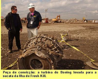 Pe�a de convic��o: a turbina do Boeing levada para a sucata da Ilha de Fresh Kill.