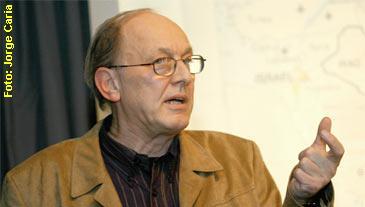Chossudovsky durante a conferência em Lisboa.