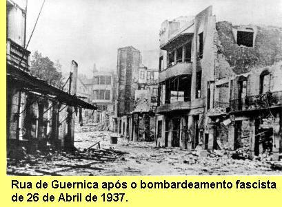 Rua de Guernica após o bombardeamento.