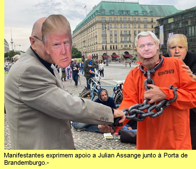 Manifestantes em Berlim dão apoio a Assange.