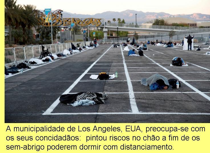 Local em Los Angeles para os sem abrigo dormirem com distanciamento.