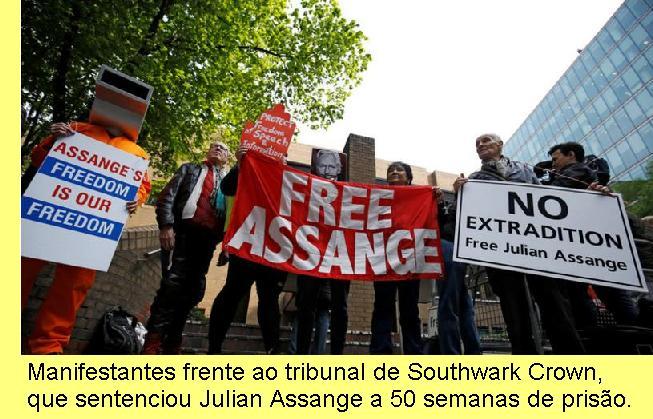Manifestação frente ao tribunal.